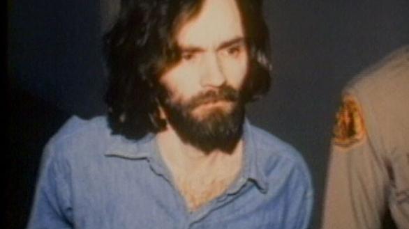 Βγαίνοντας από τη φυλακή στις 21 Μαρτίου 1967, άλλος άνθρωπος πια, πνευματικός ηγέτης, γκουρού της Αποκάλυψης και θρησκευτικός λειτουργός στη δική του θρησκεία, ένα μείγμα σαϊεντολογίας, βουδισμού και Beatles(!), έμελλε να αιματοκυλίσει τις ΗΠΑ την επόμενη χρονιά και να γίνει έτσι ένας από τους πλέον διαβόητους κατά συρροή δολοφόνους των τελευταίων χρόνων.