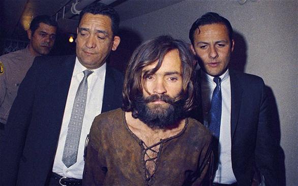 Κι έτσι ο νέος διαταραγμένος Μεσσίας με τις φυλετικές έννοιες στο μυαλό του θα βρισκόταν και πάλι πίσω από τα κάγκελα της φυλακής, αυτή τη φορά οριστικά. Με τη σύλληψή του τη γλίτωσαν μια σειρά ακόμα από ηθοποιούς που μόστραραν στις πρώτες θέσεις της λίστας θανάτου της Οικογένειας Μάνσον, όπως ο Στιβ ΜακΚουίν, ο Τομ Τζόουνς, ο Ρίτσαρντ Μπάρτον, η σύζυγός του Ελίζαμπεθ Τέιλορ και πολλοί ακόμα: τα φονικά θα τα έκανε η σέχτα για να ενοχοποιηθούν οι Αφρο-Αμερικανοί και να ξεκινήσει επιτέλους ο φυλετικός πόλεμος και η τελική επικράτηση των λευκών…