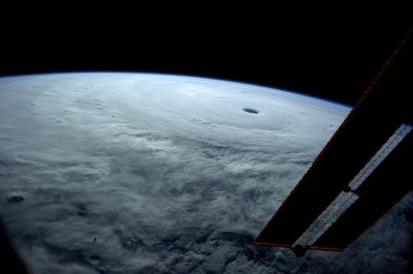 Έρχεται η ισχυρότερη καταιγίδα στη Γη! (pic)
