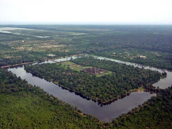 Δείτε το ναό της Angkor Wat από ψηλά (pic)