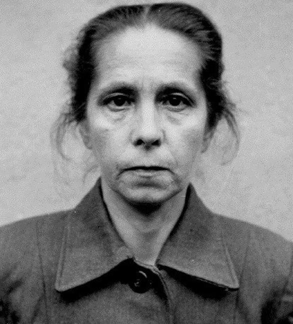Η Juana Bormann φυλακίστηκε και ανακρίθηκε από τον βρετανικό στρατό το 1945. Είχε διαπράξει φόνους στο Άουσβιτς και στο Μπέργκεν Μπέλσεν. Βρέθηκε ένοχη και κρεμάστηκε στις 13 Δεκεμβρίου το 1945.