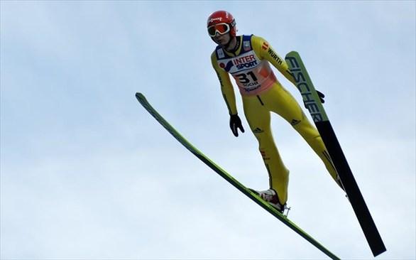 Πρόκειται για ένα άθλημα που συνεχώς κερδίζει κόσμο και αφορά άλμα με σκι. To Chamonix της Γαλλίας αποτελεί ιδανική περιοχή για όσους θέλουν να το εξελίξουν και να ανεβάσουν την αδρεναλίνη όσο πάει.