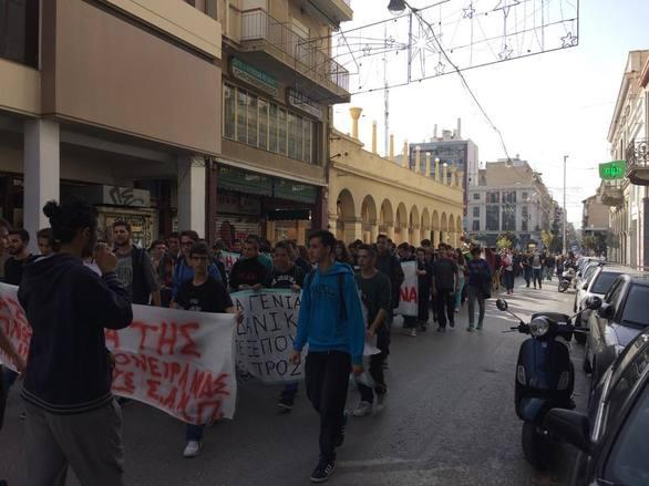 Πάτρα: Πορεία διαμαρτυρίας στο κέντρο της πόλης από μαθητές (Δείτε φωτογραφίες)
