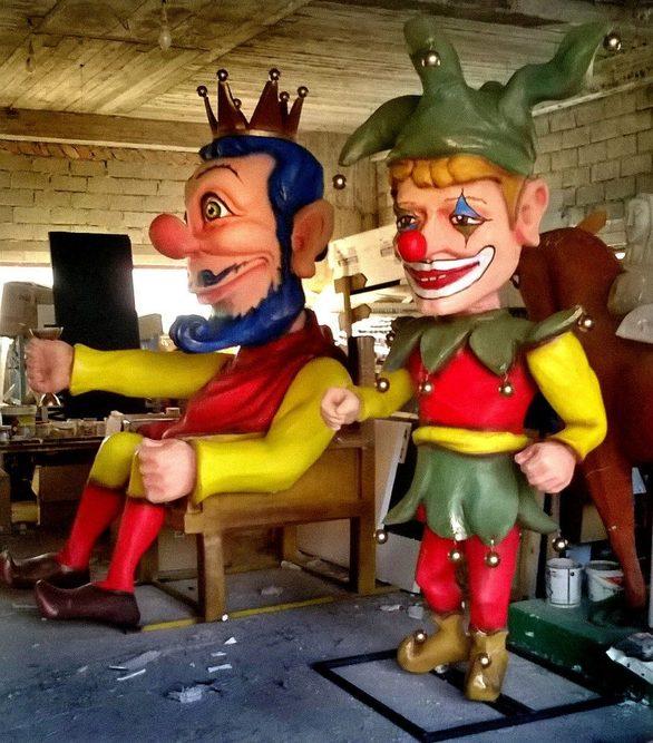 """Ο Πατρινός που δημιούργησε τις απίστευτες μασκαράτες της """"Αγίας Πατρούπολης""""!"""