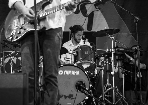 Η Πατρινή μπάντα «Tourlou the Band» στη σκηνή του «Schoolwave Festival 2015» (pics+video)