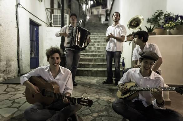 """Η Πατρινή μπάντα """"Tourlou the Band"""" ετοιμάζεται για το """"Schoolwave Festival"""" (pics+video)"""