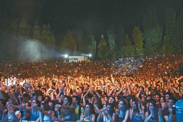 Οι Πατρινοί «Tourlou the Band» στην σκιά των Βράχων - Ανεβαίνουν στη σκηνή του «Schoolwave Festival»