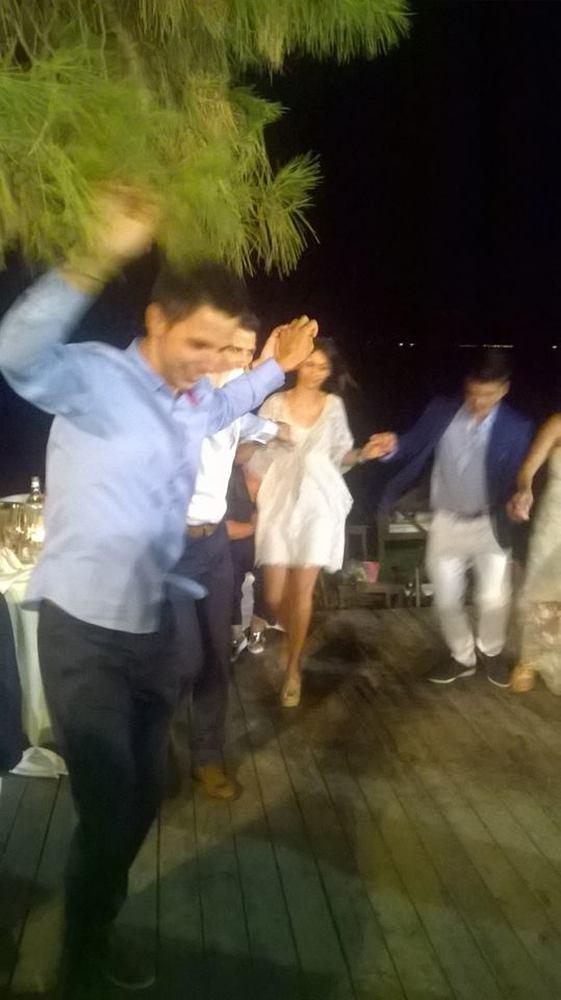 Παντρεύτηκαν και διασκέδασαν μέχρι τα ξημερώματα σε beach bar στην Παναγοπούλα!