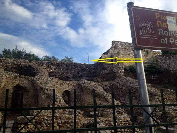 Κι όμως είναι αλήθεια - Ξέχασαν σε δρόμο της Πάτρας μία λάμπα ανοικτή για ώρες! (pics)