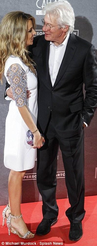 Ο Ρίτσαρντ Γκιρ σε κοινή εμφάνιση με τη νέα του σύντροφο (pics)