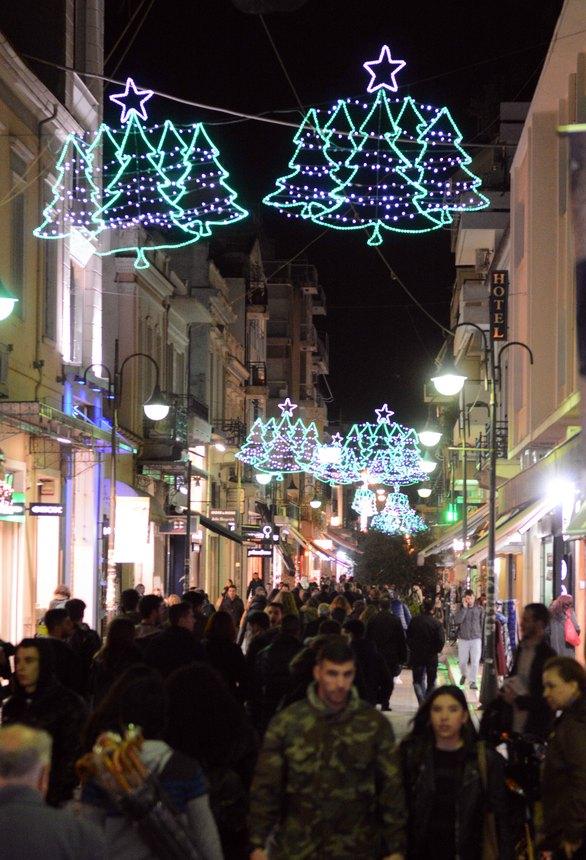 """Η Πάτρα """"ντύθηκε"""" στα γιορτινά της - Άναψε ο Χριστουγεννιάτικος διάκοσμος (pics)"""