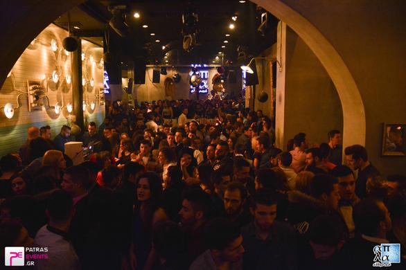 """""""Βούλιαξαν"""" τα μπαρ, οι πίστες και τα club της Πάτρας το βράδυ της Πρωτοχρονιάς! (Δείτε φωτο)"""