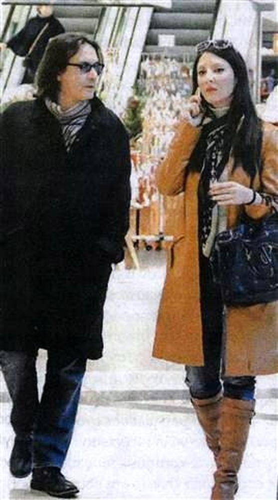 Ο Γιάννης Κότσιρας σε μία σπάνια δημόσια έξοδο με τη σύντροφό του (pics)