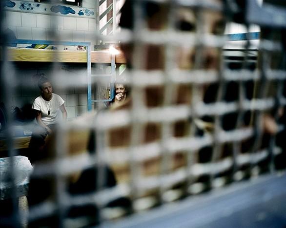Φωτογραφίζοντας το εσωτερικό των γυναικείων φυλακών του Ισραήλ