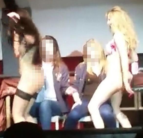 Βρετανία: Στριπ σόου σε Πανεπιστήμιο και στη σκηνή... φοιτήτριες (pics)