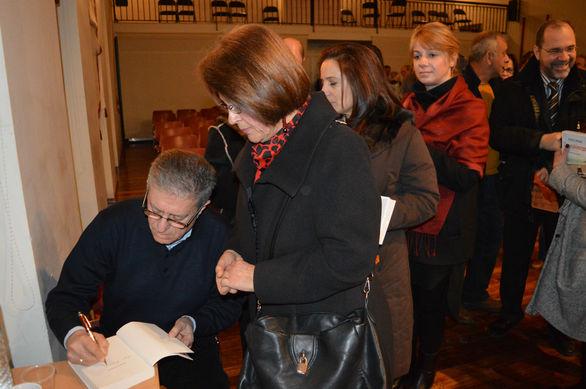 """Παρουσιάστηκε στο Αίγιο το νέο βιβλίο του Σωτήρη Σαμπάνη """"Σκανταλόπετρα""""! (pics)"""