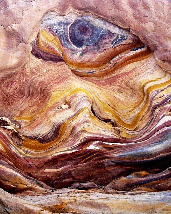 """The Coloured Canyon"": Το πολύχρωμο φαράγγι της Αιγύπτου (pics+video)"