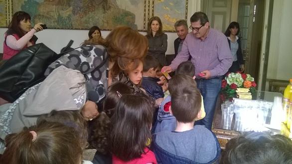 Το 68ο Νηπιαγωγείο Πάτρας επισκέφθηκε το Δήμαρχο Κώστα Πελετίδη (pics)