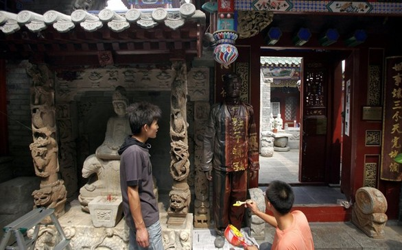 Ο Κινέζος που αν ήταν ζώο θα ήταν σίγουρα... χαμαιλέοντας (pics)