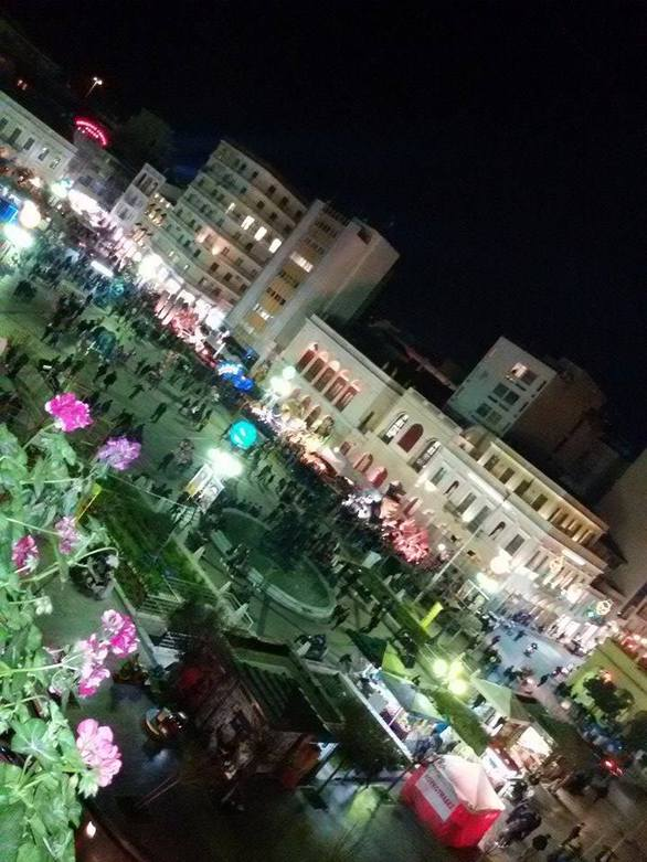 Tα άρματα του Πατρινού Καρναβαλιού φωταγωγημένα στην πλατεία Γεωργίου! (pics)