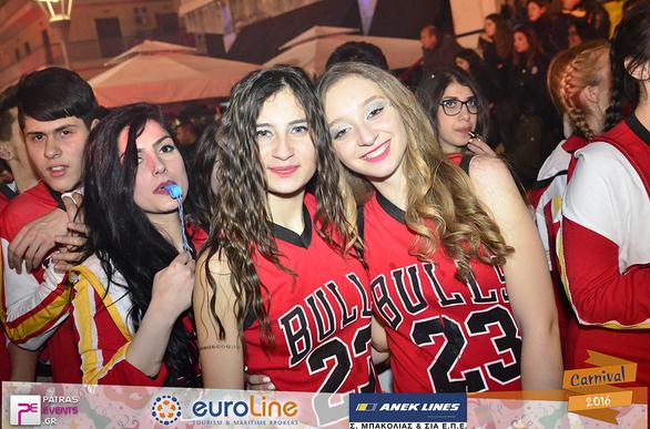 Όταν οι «Red Bulls» κοκκίνισαν… την Πάτρα και το Καρναβάλι της (pics)