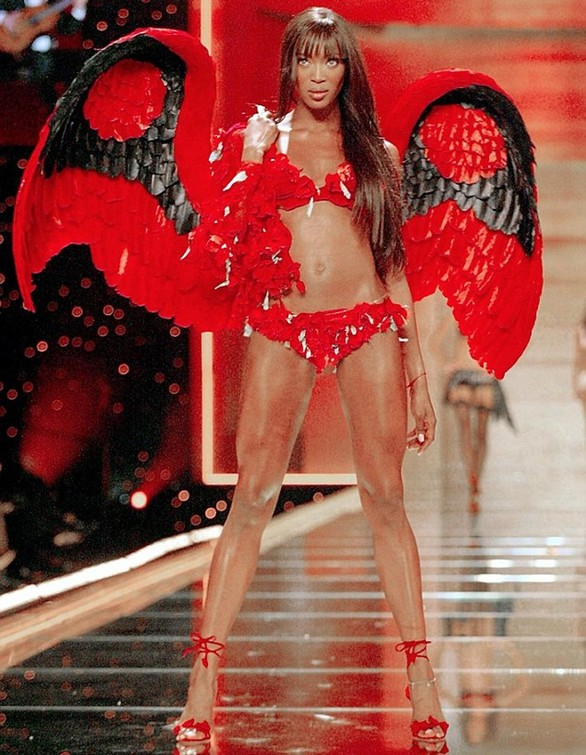 "Naomi Campbell: ""Η Victoria's Secret δεν με άντεχε οικονομικά"" (pics)"