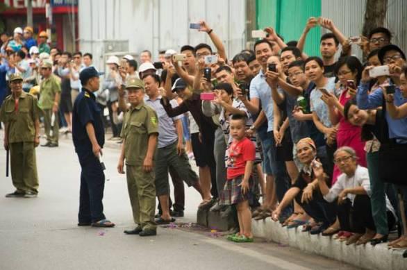 Αποθεώθηκε ο Ομπάμα στο Βιετνάμ - Του τραγούδησαν μέχρι και ραπ (pics+video)
