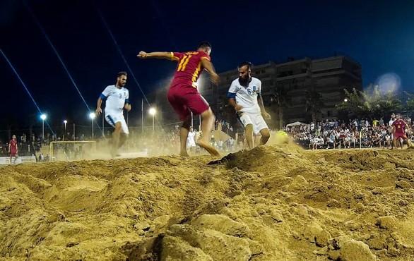 Με εξαιρετική επιτυχία διοργανώθηκε το διεθνές τουρνουά beach soccer στην μαρίνα Ξυλοκάστρου (pics)