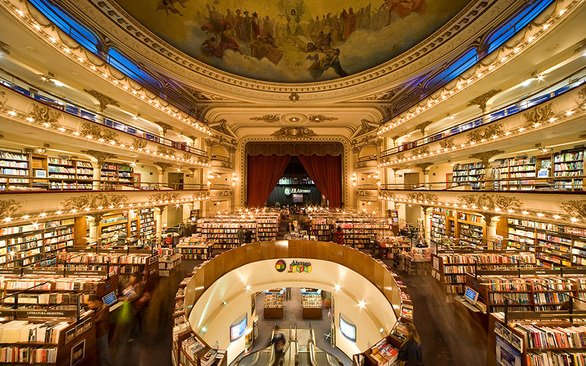 Θέατρο 100 ετών μετατράπηκε σε ένα εκπληκτικό βιβλιοπωλείο (pics)