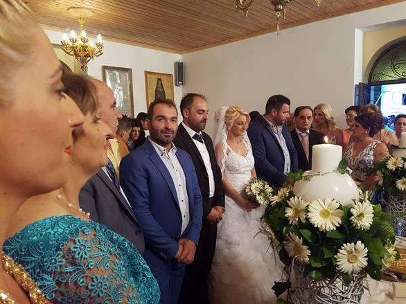 Πάτρα - O Κώστας και η Δήμητρα πήγαν στην εκκλησία συνοδευόμενοι από δεκάδες νταλίκες! (φωτο+video)