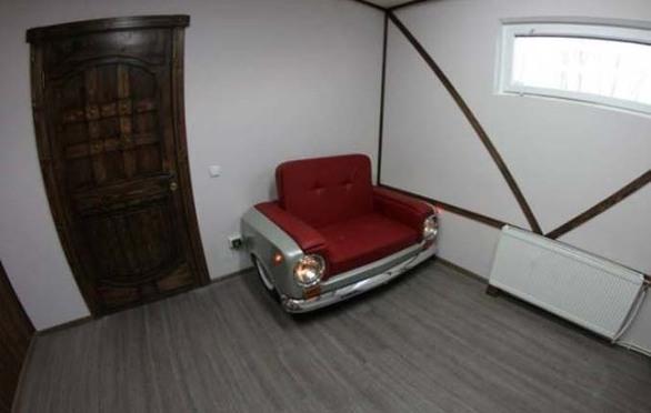 Ένα παλιό Lada μετατράπηκε σε… πολυθρόνα (pics)