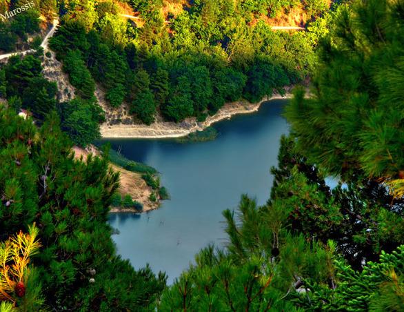 Αχαΐα - Εναέρια βόλτα στην πανέμορφη φυσική λίμνη Τσιβλού (video)