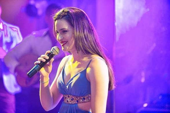Ξένια Βέρρα - Της γνωστής οικογενείας, βεβαίως βεβαίως και με ταλέντο στο παραδοσιακό τραγούδι!
