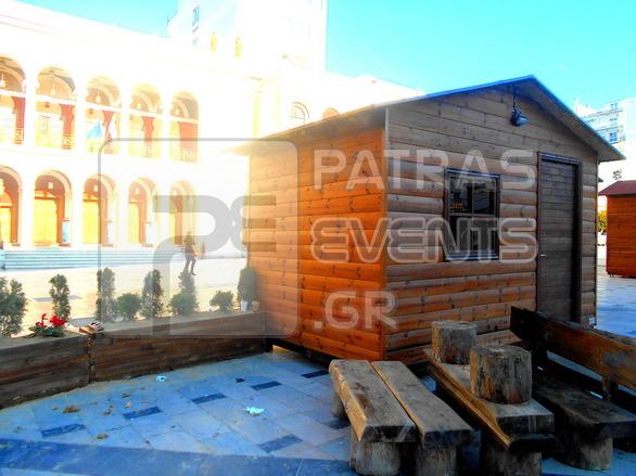 Πάτρα: Βγαλμένο από «παραμύθι» το χριστουγεννιάτικο χωριό στην πλατεία Γεωργίου (φωτο)