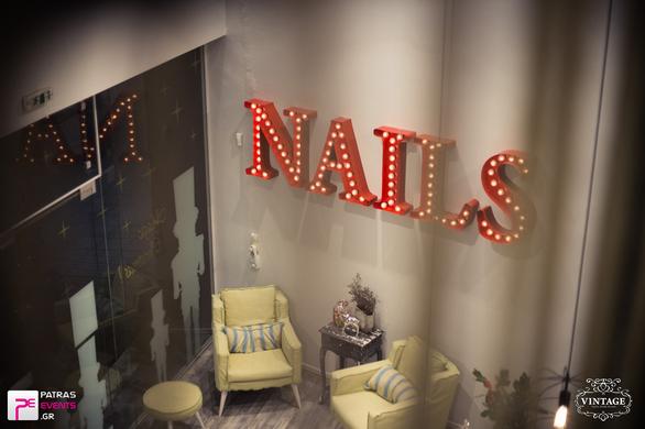 Κάναμε την πιο ολοκληρωμένη και... εορταστική περιποίηση στο Vintage Nails and More!