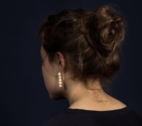 Καλλιτέχνης φτιάχνει κοσμήματα από... δόντια (pics)