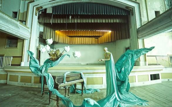 Εγκαταλελειμμένοι χώροι μετατρέπονται σε σουρεαλιστικά σκηνικά (pics)