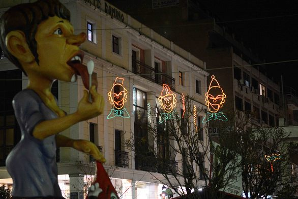 """""""Άρωμα"""" αποκριάς στην Πάτρα - Άναψε ο καρναβαλικός φωτεινός διάκοσμος (pics)"""