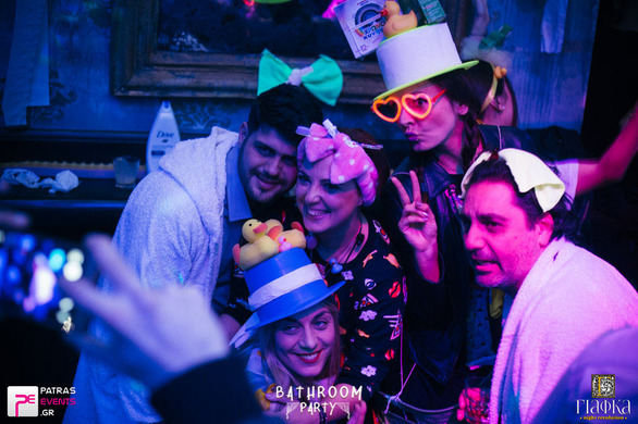 Φορέσαμε τα καλά μας... μπουρνούζια και πήγαμε στη ΓΙΑΦΚΑ! (φωτο)
