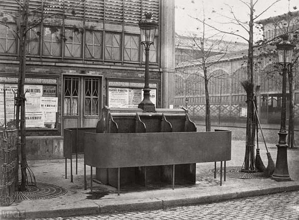 Τα δημόσια ουρητήρια του Παρισιού το 1860 (pics)