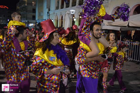 Group 133: Ξεφαντώνουμε Καρναβαλίζοντας - Βραδινή παρέλαση 25-02-17