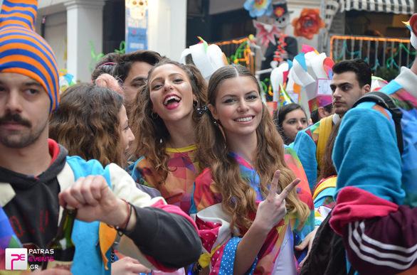Οι Φως phorize έλαμψαν στο φετινό Πατρινό Καρναβάλι! (pics+vids)