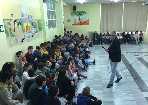 Αίγιο: Εντυπωσίασε μικρούς και μεγάλους η ομιλία του Άγγελου Τσιγκρή, για τη σχολική βία! (pics)