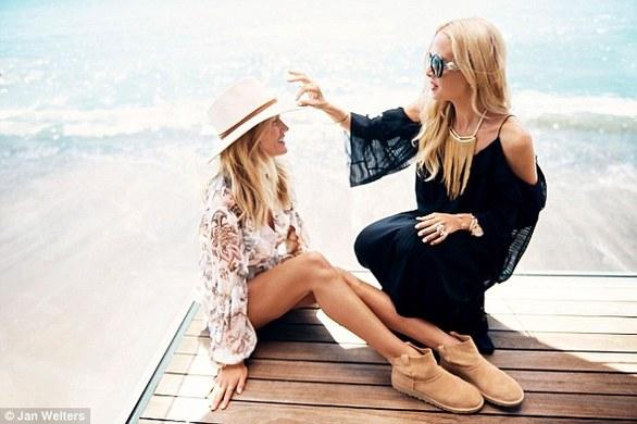 Rosie Huntington-Whiteley: Με μπικίνι και... μπότες στην παραλία (pics)