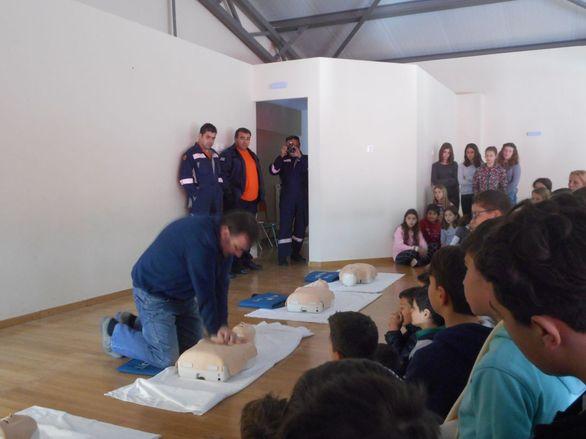 Πάτρα: Εκπαίδευση στις πρώτες βοήθειες σε μαθητές από τους εθελοντές διασώστες (pics)