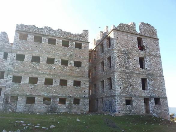 Σανατόριο Ζάστοβας: Το κτίριο που θυμίζει κάστρο, ήταν να γίνει νοσοκομείο και κατέληξε μαντρί (pics+vids)