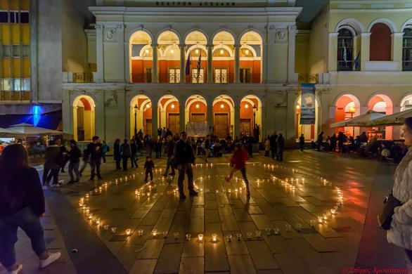"""""""Ώρα της Γης"""" - Υπό το φως των αστεριών και των κεριών, η Πάτρα έστειλε το δικό της μήνυμα! (φωτο)"""