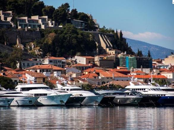 """""""Mediterranean Yacht Show 2017"""" - Πάνε για ρεκόρ με 90 πολυτελή σκάφη στο λιμάνι του Ναυπλίου!"""