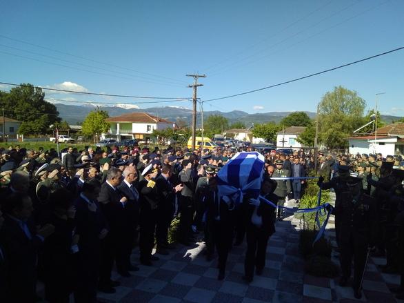 Ράγισαν καρδιές στο τελευταίο αντίο στον συνταγματάρχη Θωμά Αδάμου (pics)