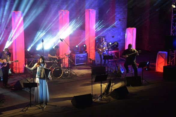 Η συναυλία του Γιάννη Κότσιρα στο Αρχαίο Ωδείο Πατρών, ήταν ένα καλωσόρισμα στο καλοκαίρι!